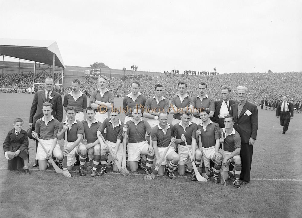 Neg No:.594/8096-8100,..5091954AISHCF,...05.09.1954, 09.05.1954, 5th September 1954,.All Ireland Senior Hurling Championship - Final,..Cork.1-9,..Wexford.1-6,..Cork,. ..Back row (from left) Jack Barrett (selector), A Scannell (chairman), David Creedon, Gerry O'Riordan, John Lyons, Matty Fouhy, Gerard Murphy, P Collins (selector), Jim Barry (trainer), Back row (from left) Eamonn Goulding, Willie John Daly, A O' Shaughnessy, John Clifford, Joe Hartnett, Christie Ring (Captain), P Barry, Vincent Twomey, W Moore,