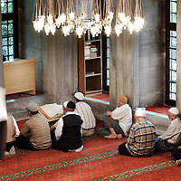 Istanbul, Turkey 06 July 2005 <br /> Turkish muslims pray in a mosque of Istanbul.<br /> Photo: Ezequiel Scagnetti