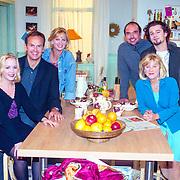 NLD/Hilversum/1989 - Cast serie Verkeerd Verbonden, Eva Poppink, Bert Kuizinga, Marylou Stheins, Cees Geel, Jasper va Overbruggen en Elsje de Wijn
