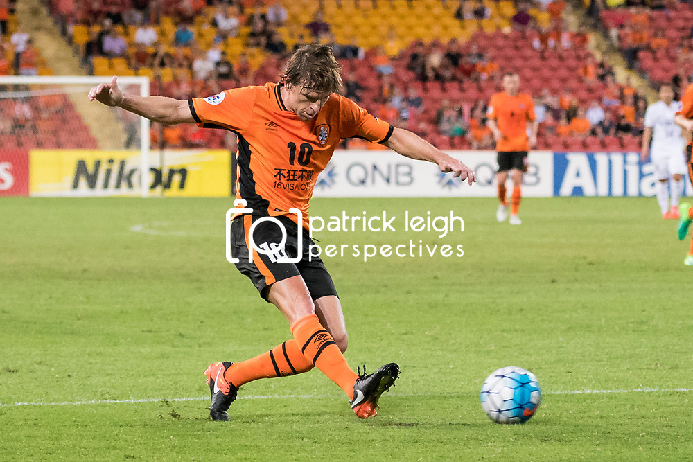 BRISBANE, AUSTRALIA - APRIL 12: Brett Holman of the Roar passes the ball during the Asian Champions League Group Stage match between the Brisbane Roar and Kashima Antlers at Suncorp Stadium on April 12, 2017 in Brisbane, Australia. (Photo by Patrick Kearney/Brisbane Roar)