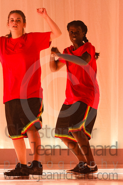 ART: 2017<br /> Controlled by Music<br /> Choreographie: Jemelle Suyat Navat with Mark Suyat<br /> HH Di 19 NB, Mi 19 AL, Mo 20 NB<br /> Students and Instructors of Atelier Rainbow Tanzkunst (http://www.art-kunst.ch/) rehearse on the stage of the Schinzenhof for a series of performances in June, 2017.<br /> <br /> Schinzenhof, Alte Landstrasse 24 8810 Horgen Switzerland