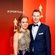 NLD/Amsterdam/20171219 - Inloop NOC/NSF Sportgala 2017, Wielrenster Anna van der Breggen met Sierk Jan de Haan, ploegleider bij Lotto-Jumbo