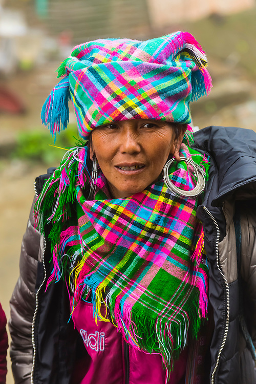 Flower Hmong (hill tribe) women, Sapa, northern Vietnam. The women work as trekking guides for foreign tourists in the nearby Muong Hoa Valley.