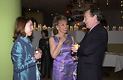Emily Wilcox, Esther Rantzen and Simon Jenkins. Talk pre-Bafta party. St. Martin's Lane Hotel. London. 24 February 2001. © Copyright Photograph by Dafydd Jones 66 Stockwell Park Rd. London SW9 0DA Tel 020 7733 0108 www.dafjones.com