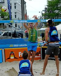 06-06-2010 VOLLEYBAL: JIBA GRAND SLAM BEACHVOLLEYBAL: AMSTERDAM<br /> In een koninklijke ambiance streden de nationale top, zowel de dames als de heren, om de eerste Grand Slam titel van het seizoen bij de Jiba Eredivisie Beach Volleyball - Richard Schuil <br /> ©2010-WWW.FOTOHOOGENDOORN.NL