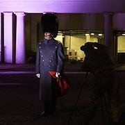 Non è un monumento ma è sicuramente un simbolo di Londra: la Guardia della Regina<br /> <br /> He's not a monument but he's surely a symbol of London: the Queen's Guard<br /> <br /> #6d, #photooftheday #picoftheday #bestoftheday #instadaily #instagood #follow #followme #nofilter #everydayuk #canon #buenavistaphoto #photojournalism #flaviogilardoni <br /> <br /> #london #uk #greaterlondon #londoncity #centrallondon #cityoflondon #londontaxi #londonuk #visitlondon #QueensGuard<br /> <br /> #photo #photography #photooftheday #photos #photographer #photograph #photoofday #streetphoto #photonews #amazingphoto #blackandwhitephoto #dailyphoto #funnyphoto #goodphoto #myphoto #photoftheday #photogalleries #photojournalist #photolibrary #photoreportage #pressphoto #stockphoto #todaysphoto #urbanphoto