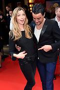 Premiere Woezel & Pip Op zoek naar de Sloddervos in Pathe Tuschinski, Amsterdam<br /> <br /> Op de foto:  Dinand Woesthoff met partner Lucy (zwanger)