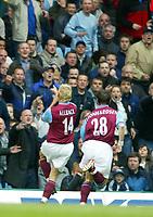 Fotball - Premier League 2002/2003<br /> 19.04.2003<br /> Aston Villa v Chelsea<br /> Øyvind Leonhardsen og Marcus Allbäck jubler <br /> Foto: Digitalsport