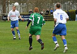 FODBOLD: Nikolai Winther (Rishøj) header under kampen i Kvalifikationsrækken, pulje 1, mellem Rishøj Boldklub og Elite 3000 Helsingør den 9. april 2007 på Rishøj Stadion. Foto: Claus Birch