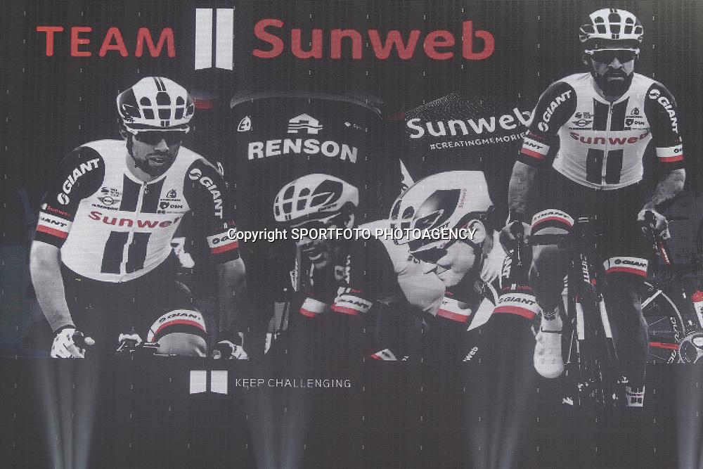 05-01-2017: Wielrennen: Presentatie Sunweb Giant: Rotterdam