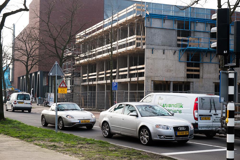 Nederland,  Hilversum, 30 jan 2014<br /> Woningbouw in Hilversum langs redelijk drukke weg.<br /> <br /> Foto: Michiel Wijnbergh