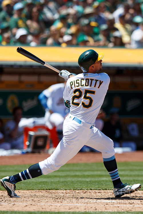 OAKLAND, CA - JUNE 17: Stephen Piscotty #25 of the Oakland Athletics at bat against the Los Angeles Angels of Anaheim during the fifth inning at the Oakland Coliseum on June 17, 2018 in Oakland, California. The Oakland Athletics defeated the Los Angeles Angels of Anaheim 6-5 in 11 innings. (Photo by Jason O. Watson/Getty Images) *** Local Caption *** Stephen Piscotty