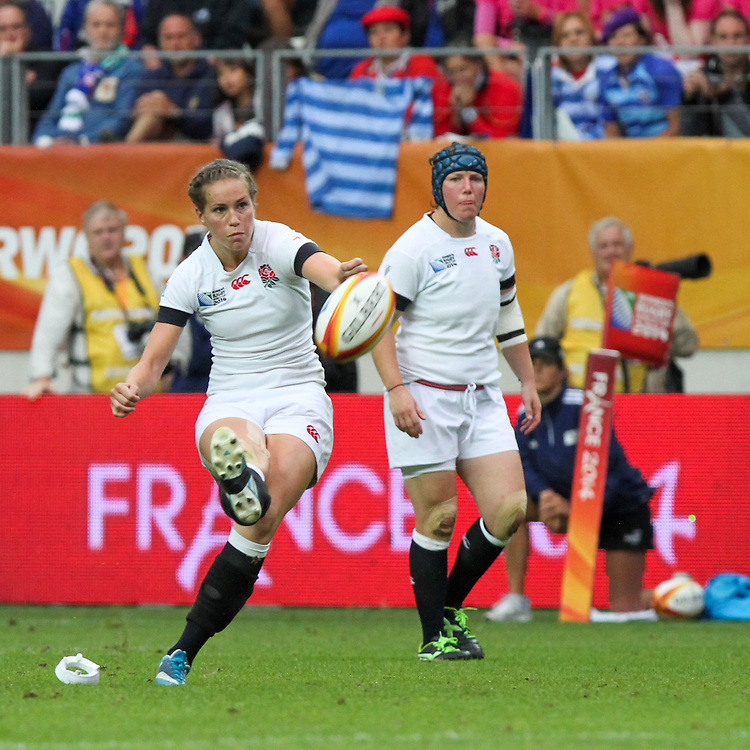 Emily Scarratt takes a penalty kick. WRWC England v Canada, World Cup Final at Stade Jean Bouin, Avenue du Général Sarrail, Paris, France, on 17th August 2014