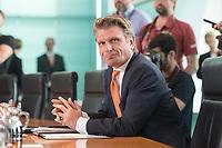18 JUL 2018, BERLIN/GERMANY:<br /> Thomas Bareiss, CDU, Parl. Staatssekretaer im Bundeswirtschaftsministerium, vor Beginn der Kabinettsitzung, Bundeskanzleramt<br /> IMAGE: 20180718-01-005<br /> KEYWORDS: Kabinett, Sitzung, Thomas Bareiß