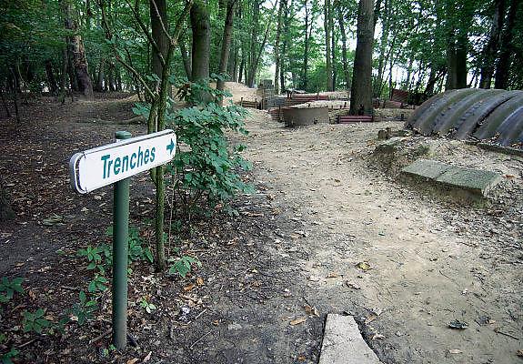 Belgie, Ieper, 4-9-2005..Originele restanten van loopgraven op hill 62 uit de eerste wereldoorlog, WO-1, de grote oorlog. the great war,  bij Ieper. Museum, trenches, belgium, WW-1, monument. Ypres, Loopgraaf..Foto: Flip Franssen/Hollandse Hoogte