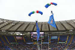March 16, 2019 - Rome, Italy - the paratroopers of the Folgore land on the ground of the Olympic stadium  before RBS Six Nations Rugby Championship, Italia v Francia at the Olympic Stadium in Rome, on march 16, 2019  (Credit Image: © Silvia Lore/NurPhoto via ZUMA Press)