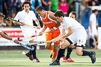 DEN BOSCH -  Glenn Schuurman tijdens de wedstrijd tussen de mannen van Jong Oranje  en Jong Frankrijk, tijdens het Europees Kampioenschap Hockey -21. rechts Gaspard Baumkarten van Frankrijk.  ANP KOEN SUYK