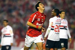 Giuliano comemora seu gol na partida entre as equipes do Internacional e São Paulo, realizada no Estádio Beira Rio, em Porto Alegre, válido pela semi-final da Copa Libertadores da América. FOTO: Jefferson Bernardes / Preview.com