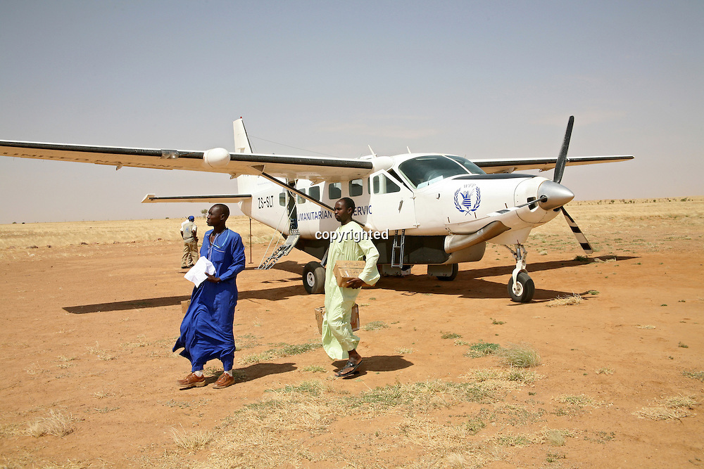 humanitarian flight in Darfur