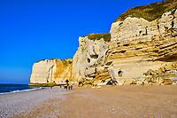 France, Seine-Maritime (76), Pays de Caux, Côte d'Albâtre, Etretat, la falaise d'Aval // France, Seine-Maritime (76), Pays de Caux, Côte d'Albâtre, Etretat, the cliff of Aval