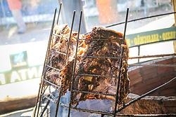 Gaúchos celebram com churrasco campeiro a cultura tradicionalista no Acampamento Farroupilha, no Parque da Harmonia, em Porto Alegre. Em comemoração aos 180 anos da proclamação da República Rio-grandense, na revolução conhecida como Guerra dos Farrapos, o acampamento é composto por cerca de 400 piquetes organizados por grupos tradicionalistas, empresas e agremiações, onde se cultivam os hábitos da tradição gaúcha. FOTO: Gustavo Roth / Agência Preview