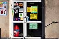 Krynki, woj podlaskie, 24.03.2020. Wywieszki na sklepie spozywczym zwiazane z ograniczeniami spowodowanymi epidemia koronowairusa, jedna z nich zaleca tylko wizyte w sklepie dziennie fot Michal Kosc / AGENCJA WSCHOD