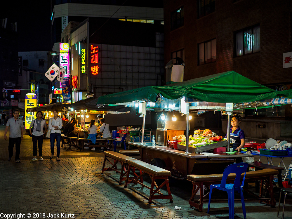 """13 JUNE 2018 - SEOUL, SOUTH KOREA: Korean restaurants on Namdaemun-ro 1-gil in central Seoul. The street is close to several office complexes in downtown Seoul and the restaurants and bars are popular with South Korean """"salary men.""""       PHOTO BY JACK KURTZ"""