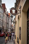 """Brauerei """"U tri Ruze"""" (Zu den drei Rosen) in der Prager Altstadt."""