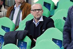 06.04.2016, Volkswagen Arena, Wolfsburg, GER, UEFA CL, VfL Wolfsburg vs Real Madrid, Viertelfinale, Hinspiel, im Bild Thomas Schaaf (Ex-Trainer, Hannover 96) auf der Tribuene des VfL Wolfsburg // during the UEFA Champions League Quaterfinal, 1st Leg match between VfL Wolfsburg and Real Madrid at the Volkswagen Arena in Wolfsburg, Germany on 2016/04/06. EXPA Pictures © 2016, PhotoCredit: EXPA/ Eibner-Pressefoto/ Deutzmann<br /> <br /> *****ATTENTION - OUT of GER*****