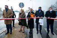 Sokolka, woj. podlaskie, 27.11.2019. Uroczyste otwarcie nowego wiaduktu nad torami kolejowymi prowadzacymi w kierunku granicy z Bialorusia. Wybudowany kosztem 64 mln zlotych wiadukt, ulatwi zycie mieszkancom powiatowej Sokolki, ktorzy czasami musieli czekac nawet 15-20 minut na podniesienie szlabanu. N/z uroczyste przeciecie wstegi na nowym wiadukcie fot Michal Kosc / AGENCJA WSCHOD