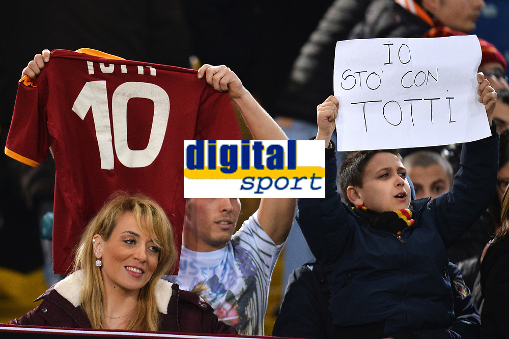 AS Roma fans hold a shirt and a banner for Francesco Totti. Tifosi con maglia e cartelli per Totti <br /> Io Sto con Totti. I am for Totti <br /> Roma 21-02-2016 Stadio Olimpico, Football Calcio Serie A 2015/2016 AS Roma - Palermo.  Foto Andrea Staccioli / Insidefoto