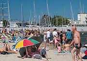 Gdynia, (woj. pomorskie) 19.07.2016. Plaża miejska w Gdyni.