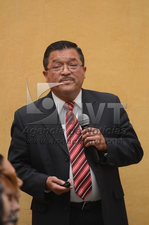 Toluca, México (Abril 15, 2016).- Victorino Dávalos Barrios, contralor de la Legislatura local, durante la presentación del cuaderno de ética para los servidores públicos Nº18 en el las intalaciones del Instituto de Estudios Legislativos. Agencia MVT / Arturo Hernández.