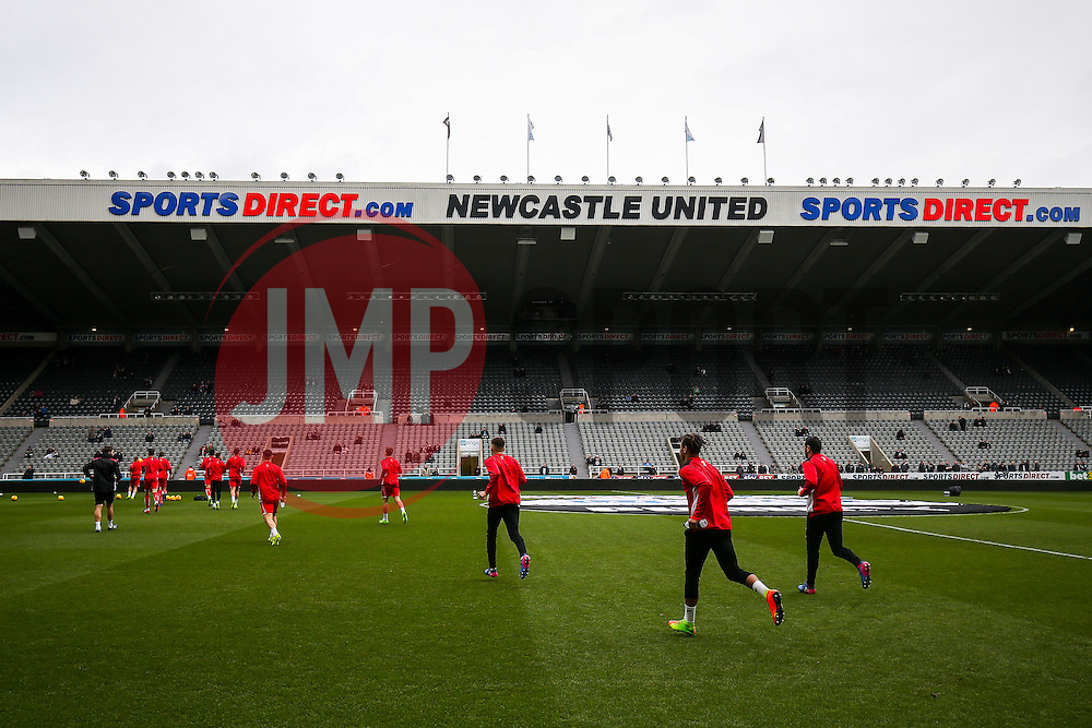Bristol City players take to the pitch for the warm up - Rogan Thomson/JMP - 25/02/2017 - FOOTBALL - St James' Park - Newcastle, England - Newcastle United v Bristol City - Sky Bet EFL Championship.