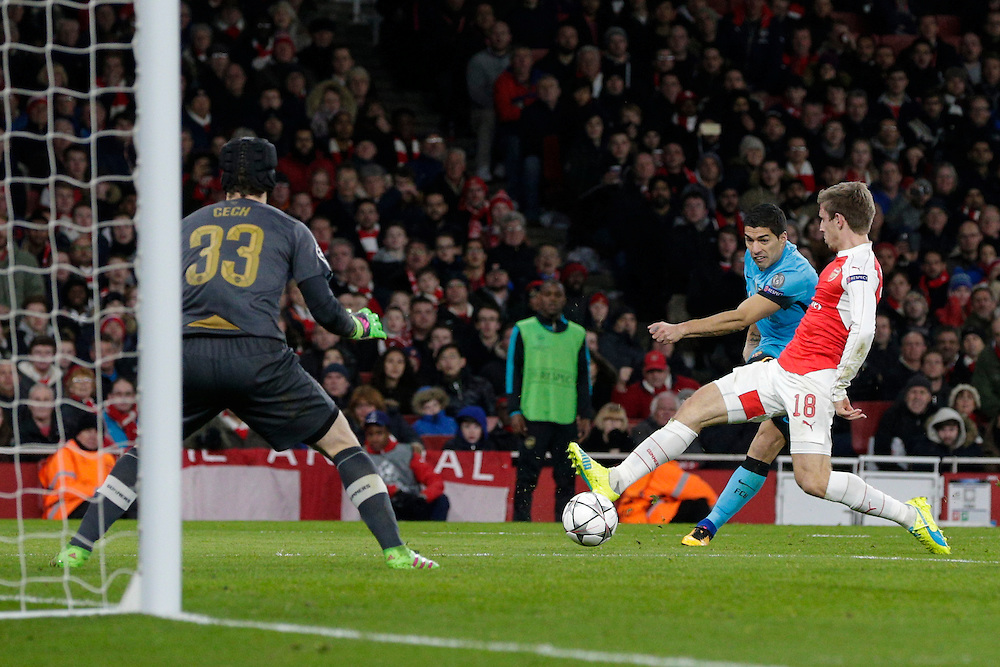 Barcelona's Luis Suarez gets a shot at goal in despite the attentions of Arsenal's Nacho Monreal<br /> <br /> Photographer Craig Mercer/CameraSport<br /> <br /> Football - UEFA Champions League Round of 16 - Arsenal v Barcelona - Tuesday 23rd February 2016 - Emirates Stadium - London<br /> <br /> © CameraSport - 43 Linden Ave. Countesthorpe. Leicester. England. LE8 5PG - Tel: +44 (0) 116 277 4147 - admin@camerasport.com - www.camerasport.com