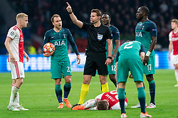 08-05-2019 NED: Semi Final Champions League AFC Ajax - Tottenham Hotspur, Amsterdam<br /> After a dramatic ending, Ajax has not been able to reach the final of the Champions League. In the final second Tottenham Hotspur scored 3-2 / Donny van de Beek #6 of Ajax, Christian Eriksen #23 of Tottenham Hotspur, Lasse Schone #20 of Ajax, Moussa Sissoko #17 of Tottenham Hotspur