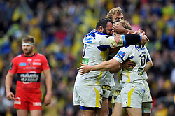 Nick Abendanon of Clermont Auvergne is congratulated on his try in the second half - Photo mandatory by-line: Patrick Khachfe/JMP - Mobile: 07966 386802 02/05/2015 - SPORT - RUGBY UNION - London - Twickenham Stadium - ASM Clermont Auvergne v RC Toulon - European Rugby Champions Cup Final