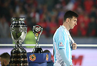 Fotball<br /> Finale Copa America<br /> Chile v Argentina<br /> Foto: imago/Digitalsport<br /> NORWAY ONLY<br /> <br /> SANTIAGO, July 4, 2015 -- Argentina s Lionel Messi walks past the trophy at the medal presenting ceremony after the final match of the Copa America Chile 2015 between Chile and Argentina, at the National Stadium, in Santiago, capital of Chile, on July 4, 2015. Chile won the final match of the Copa America 2015 against Argentina after the penalty kick 4-1.