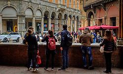Stdents on a lunch break in the university city of Bologna, Italy<br /> <br /> (c) Andrew Wilson   Edinburgh Elite media