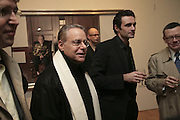 Dan Burt and Paul Hodgson. Soverign right by Paul Hodgson. Marlborough Gallery. 9 January 2007.  -DO NOT ARCHIVE-© Copyright Photograph by Dafydd Jones. 248 Clapham Rd. London SW9 0PZ. Tel 0207 820 0771. www.dafjones.com.