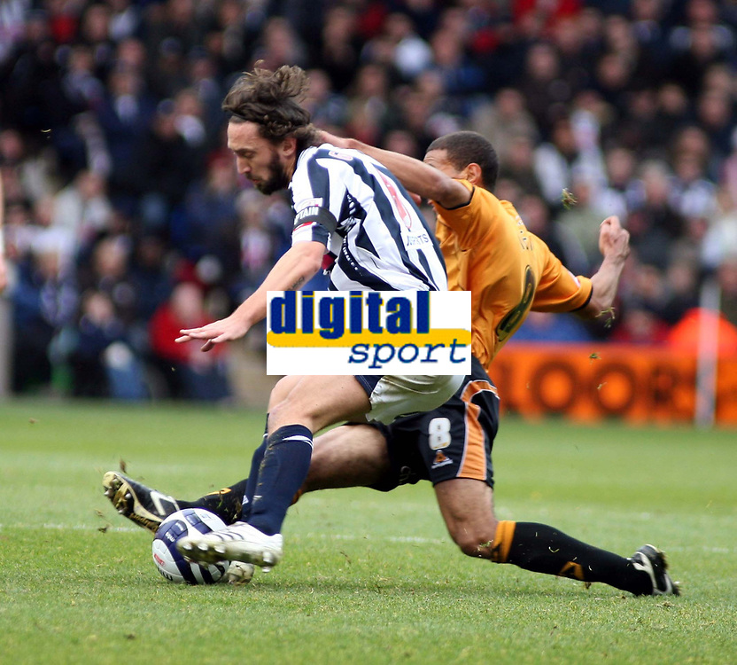 Photo: Mark Stephenson/Sportsbeat Images.<br /> West Bromwich Albion v Wolverhampton Wanderers. Coca Cola Championship. 25/11/2007.West Brom's Johnathan Greening and Wolve's Karl  Henry clash