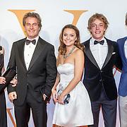 NLD/Katwijk/20151030 - 5 Jarig jubileumvoostelling musical Soldaat van Oranje, Lucas en Arthur Jussen met hun ouders