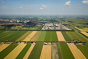 Nederland, Noord-Holland, Purmer, 14-07-2008; Oostelijk deel van de polder is nog ongerept, met boerderijen aan de Oosterweg; maar de verrommeling slaat toe op het tweede plan: links het aangelegde (!) Purmerbos (met golfterrein), rechts bedrijventerrein de Baanstee; in de verdere achtergrond de meest recente stadsuitbreiding, de woonwijken Purmer-Noord en Purmer-Zuid. .luchtfoto (toeslag); aerial photo (additional fee required); .foto Siebe Swart / photo Siebe Swart