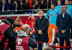 10-10-2017 NED: WK kwalificatie Nederland - Zweden, Amsterdam<br /> Oranje heeft Zweden met 2-0 verslagen. Het moest met zeven doelpunten verschil halen om nog kans te maken op plaatsing voor het WK. / Fotografen voor Coach Dick Advocaat (NED), Ass. coach Ruud Gullit