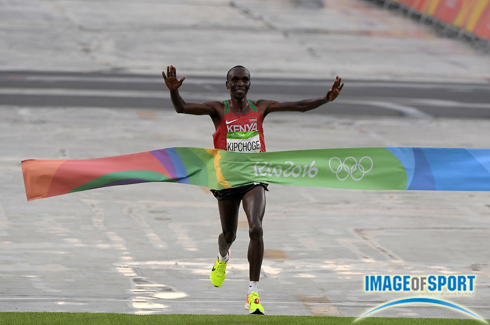 Aug 21, 2016; Rio de Janeiro, Brazil; Eliud Kipchoge (KEN) celebrates after winning the marathon in 2:08:44 in the marathon during the Rio 2016 Summer Olympic Games at Sambodromo.