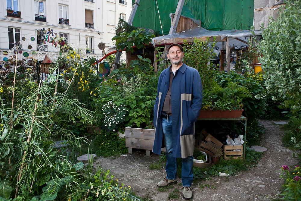 Jacky Libaud, conférencier indépendant,anime des visites de jardins et des balades naturalistes pour permettre à tous d'aborder de manière conviviale les questions d'environnement et de développement durable.
