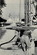 Drilling for oil in front of Chateau.<br /> <br /> <br /> Forage pétrolier dans le parc d'un Château