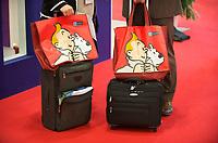 DEU, Deutschland, Germany, Berlin, 03.10.2011:<br />Besucher einer Luftfahrt-Messe mit Tim und Struppi bedruckten Taschen des Flughafens Brüssel.