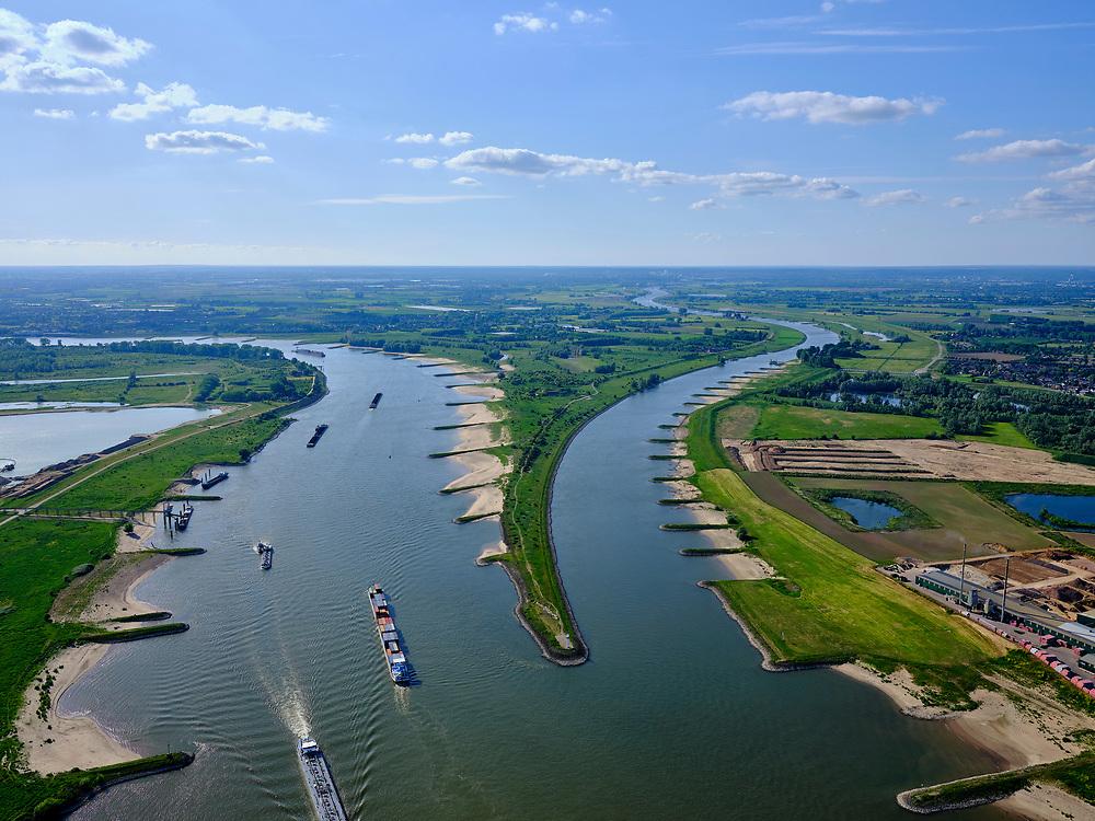 Nederland, Gelderland, Gemeente Lingewaard, 27-05-2020; de Pannerdensche Kop. De Rijn splitst zich hier in Waal (rechts, richting Nijmegen) en Pannerdensch Kanaal (links, overgaand in Neder-Rijn richting Arnhem). Op de landtong Fort Pannerden, onderdeel van de Nieuwe Hollandse Waterlinie.<br /> The Rhine bifurcates into river Waal and Pannerdensch Channel (right, becoming Lower Rhine direction of Arnhem). The former Fort Pannerden is located about halfway between the headland.<br /> <br /> luchtfoto (toeslag op standard tarieven);<br /> aerial photo (additional fee required);<br /> copyright foto/photo Siebe Swart