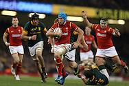 Justin Tipuric of Wales © runs in and scores his teams 2nd try. Under Armour 2016 series international rugby, Wales v South Africa at the Principality Stadium in Cardiff , South Wales on Saturday 26th November 2016. pic by Andrew Orchard, Andrew Orchard sports photography